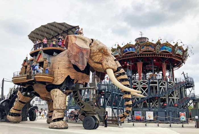 Elefante y carrusel en El Viaje a Nantes, Francia