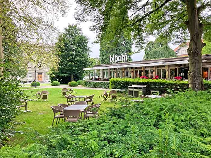 Restaurante con jardín del Hotel Parker