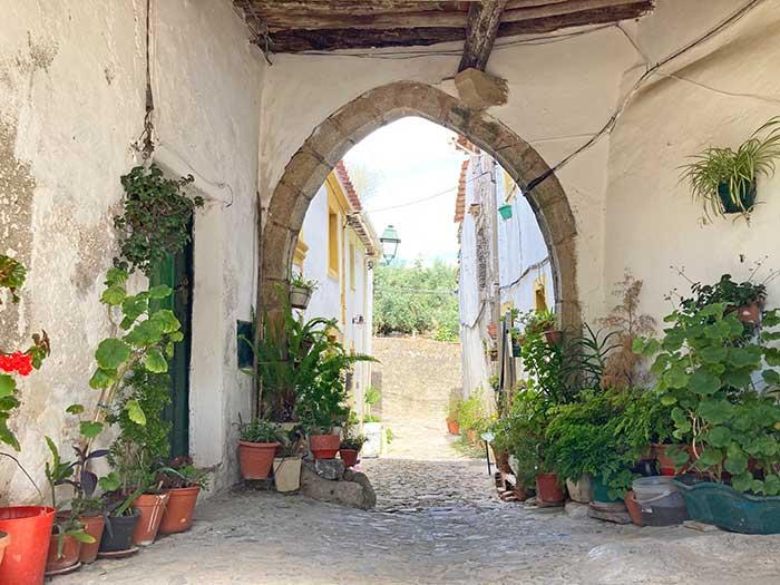 Arco en la zona de intramuros en Castelo de Vide