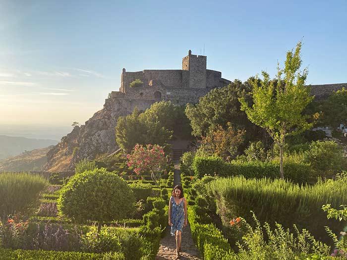 Jardines frente al castillo de Marvão, Portalegre, Portugal