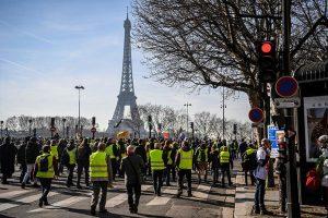 """Incidentes con los chalecos amarillos en el día del """"ultimátum"""" a Macron"""