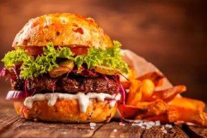 """Los seis ingredientes que hacen """"perfecta"""" a la hamburguesa, según la ciencia"""