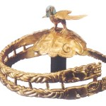 An eagle-shaped gold crown of the Warring States period.