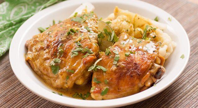 Μπουτάκια κοτόπουλου με κρασί και γιαούρτι