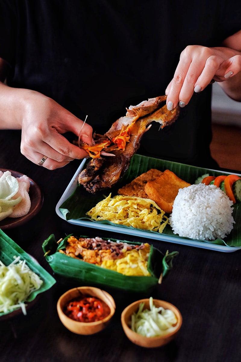 Waroeng Kaligarong, Kuliner Semarang Spesialis Bebek Goreng Sambal Mangga Muda