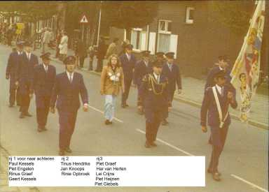 foto 16 Schutterij Sint Martinus Horn 1974 klein wie is wie