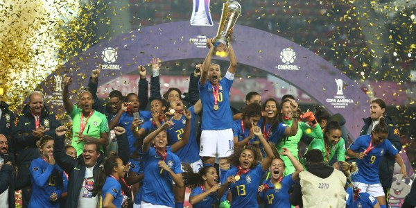 """Seleção Feminina """"pintou o 7"""" no Chile e traz a taça!"""