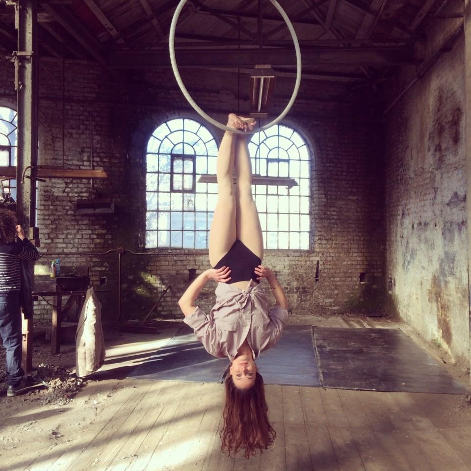 Siobhan Johnston aerial hoop toe hang