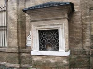 okno życia w rzymskim szpitalu św.Ducha XIII w