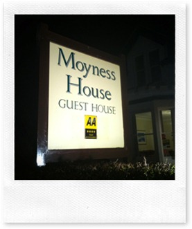Moyness House - Guest House - Sign