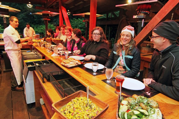 Sippity Sup dines with bloggers in Alaska