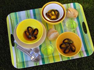 Mussels in a warm mustard saffron sauce