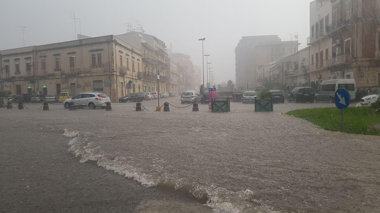 Bomba d'acqua su Siracusa : strade allagate, disagi e traffico in tilt. LE  IMMAGINI – SiracusaOggi.it