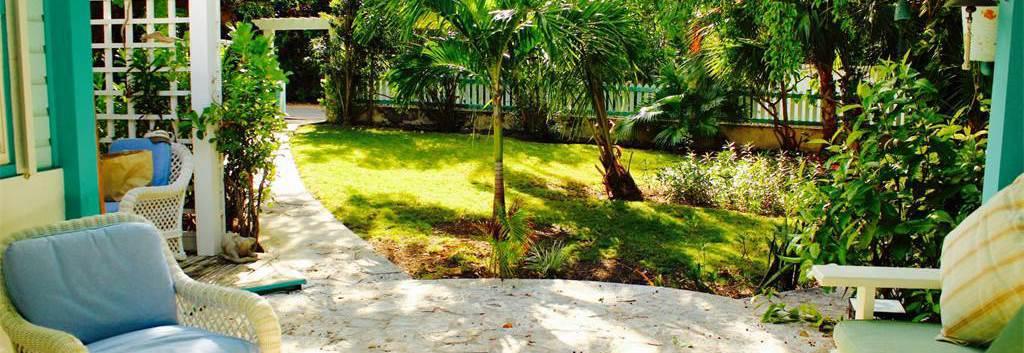 La Bagatelle front yard