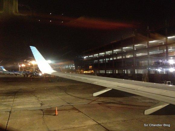Un time-lapse registrando un aterrizaje en Aeroparque de noche