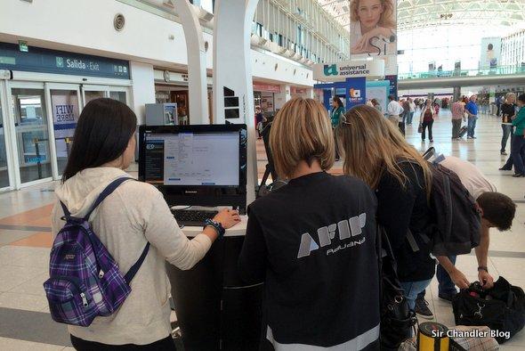 AFIP enseña en Ezeiza a hacer la declaración online de aduana