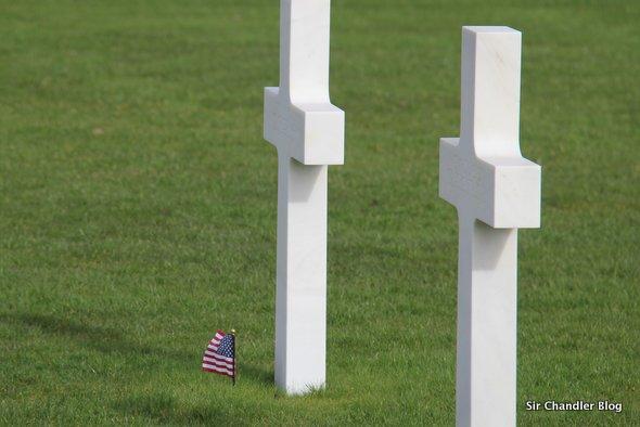 cementerio-normandia-cruces-bandera