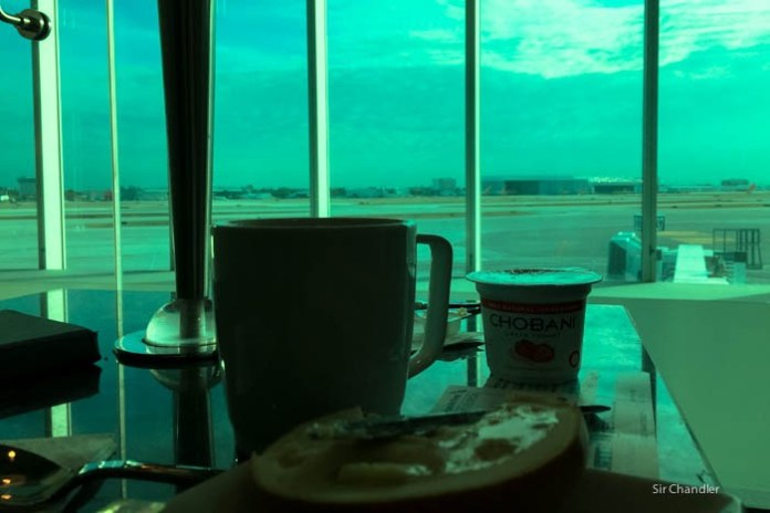 3-american-airlines-miami-lounge