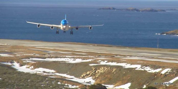 Un aterrizaje con viento cruzado en Ushuaia de un avión de Aerolíneas