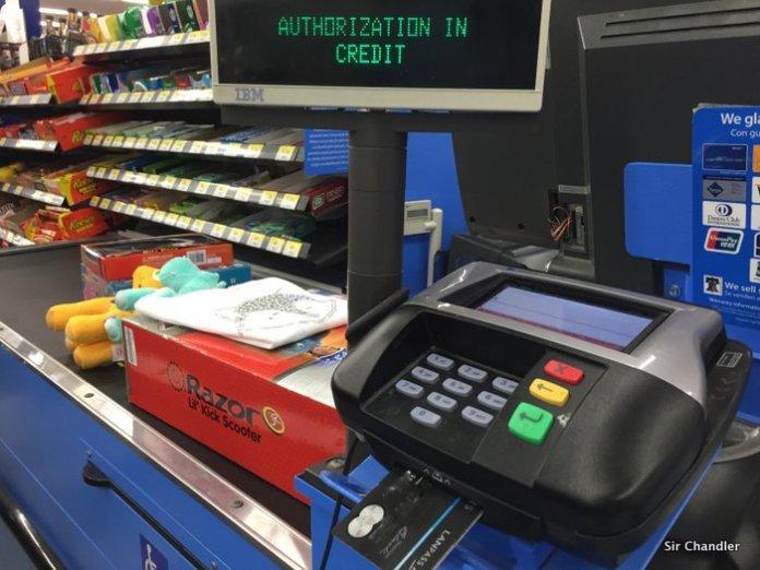 Mastercard no respeta la pesificación en el exterior y VISA si