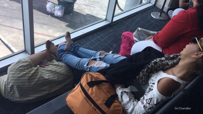 12-dormidos-aeropuerto