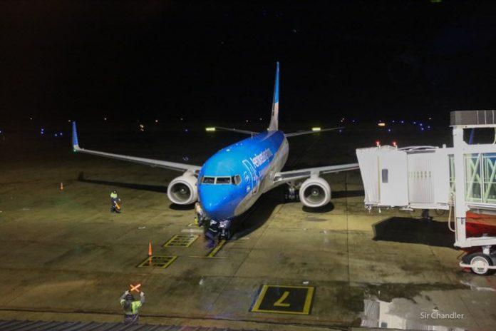 2-737-aerolineas-noche
