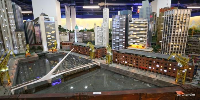 La enorme Gulliver´s gate en Nueva York (con un sector 100% argento)