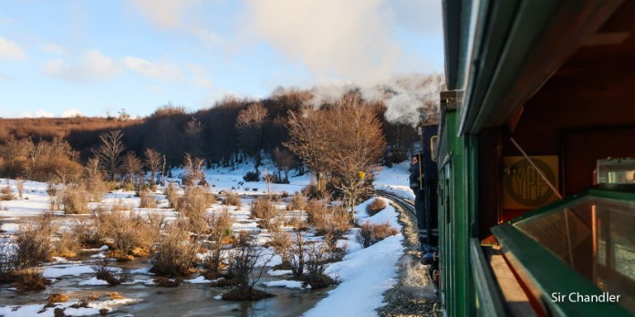Paseando en el tren del fin del mundo en Ushuaia con nieve