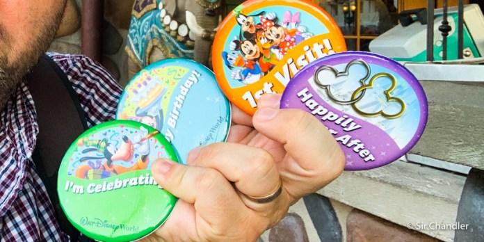 Los badges o pins que se pueden pedir en Disney si hay algo por celebrar o es la primera vez que vas