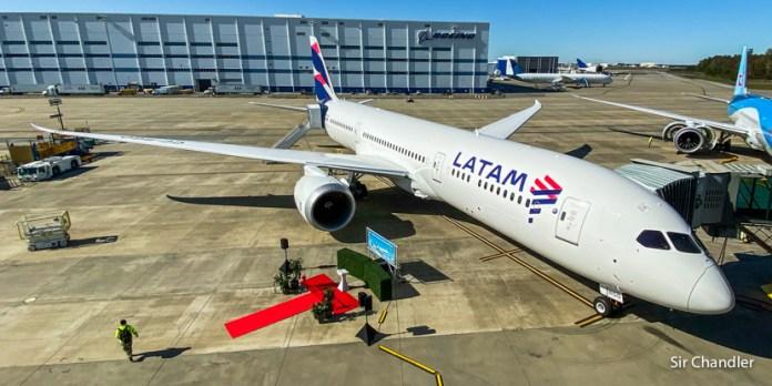 El vuelo del delivery de un 787 desde Boeing hasta la base de Latam en Santiago