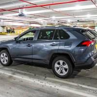 El retiro del auto en Miami, el uso del kiosco, la elección y la confirmación del seguro