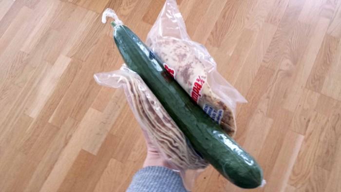 mitt yndlingsbilde. agurk i lompe. nesten erotisk.