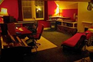 Sirkus Studios night vibe