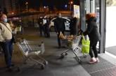 Ministar Stefanović obišao jutros prodavnice u kojima su kupovali penzioneri