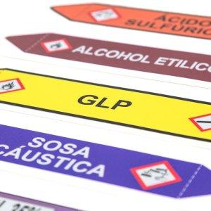 Marcador de tuberías longitudinales indican el sentido, la dirección y los riesgos de la sustancia