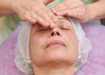 Limpeza de pele profunda em pele madura