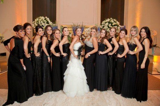 foto da noiva e madrinhas de casamento