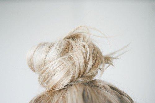 penteado coque em cabelo claro