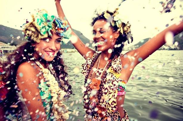 Foto de mulheres curtindo o Carnaval