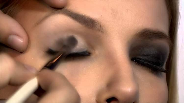 como fazer maquiagem para festa com olho preto esfumado