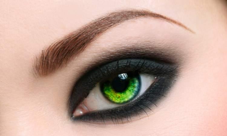 olho esfumado preto perfeito