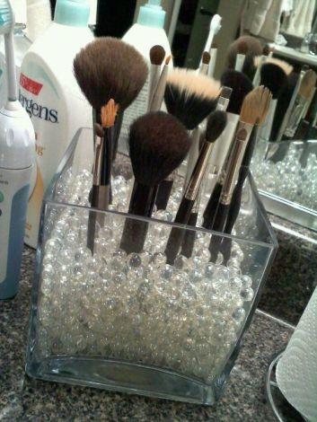 guardar pinceis de maquiagem