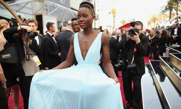 chegada de Lupita Nyong'o ao Oscar 2014
