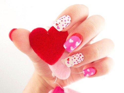 foto de unhas decoradas de coração