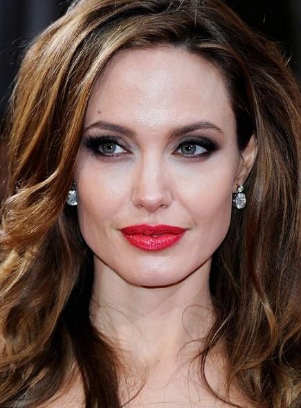 maquiagem romântica de Angelina Jolie