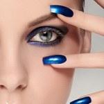 unhas azuis citilantes