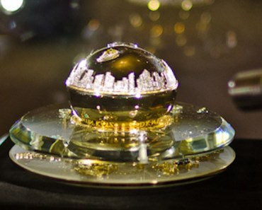 Golden Delicious Million Dollar Fragrance Bottle da DKNY (US$ 1 milhão)