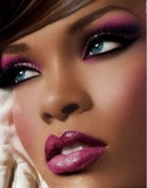 foto de maquiagem para negras com máscara de cílios