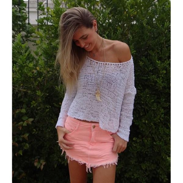 foto de mulher usando saia jeans de bico
