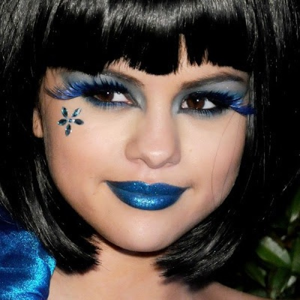 Selena Gomez e makes para halloween